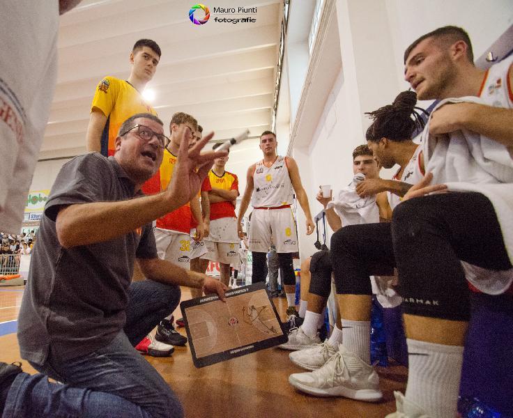 https://www.basketmarche.it/immagini_articoli/05-10-2019/giulianova-basket-atteso-difficile-trasferta-campo-tramec-cento-600.jpg