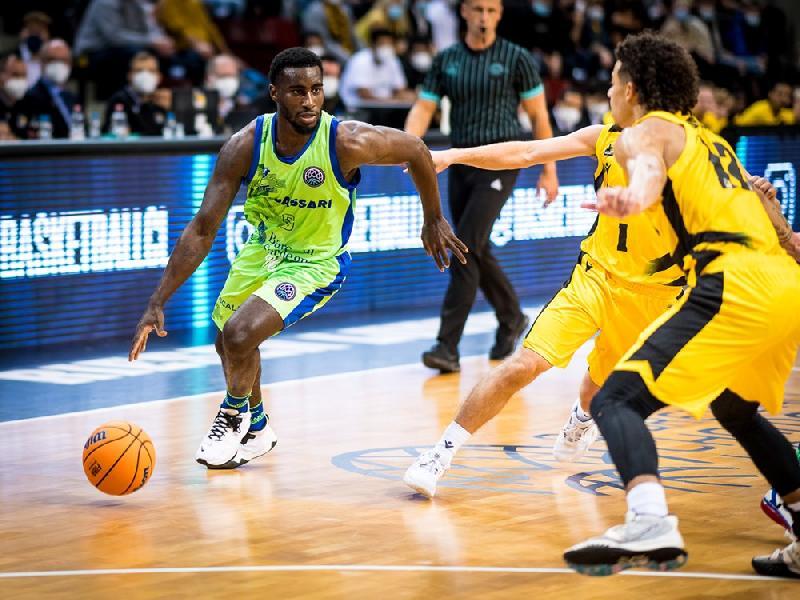 https://www.basketmarche.it/immagini_articoli/05-10-2021/dinamo-sassari-stecca-gara-esordio-viene-sconfitta-ludwigsburg-600.jpg