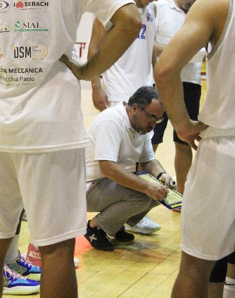https://www.basketmarche.it/immagini_articoli/05-10-2021/pescara-basket-trasferta-isernia-coach-vanoncini-esordio-insidioso-600.jpg