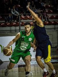 https://www.basketmarche.it/immagini_articoli/05-11-2017/serie-c-silver-il-campetto-ancona-tocca-quota-100-e-resta-imbattuto-270.jpg