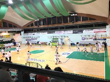 https://www.basketmarche.it/immagini_articoli/05-11-2017/serie-c-silver-netta-vittoria-per-il-nuovo-basket-fossombrone-contro-recanati-270.jpg