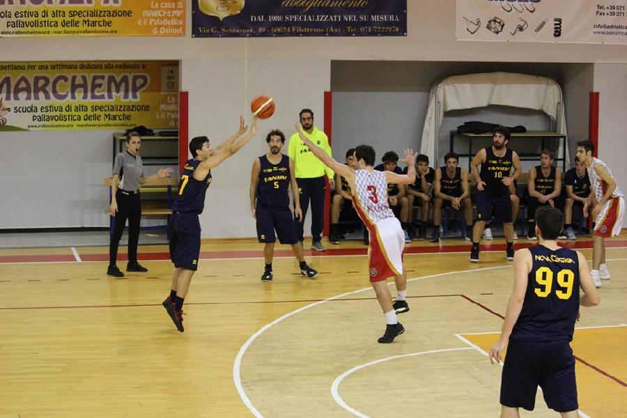 https://www.basketmarche.it/immagini_articoli/05-11-2018/basket-fanum-cade-finale-basket-auximum-osimo-600.jpg