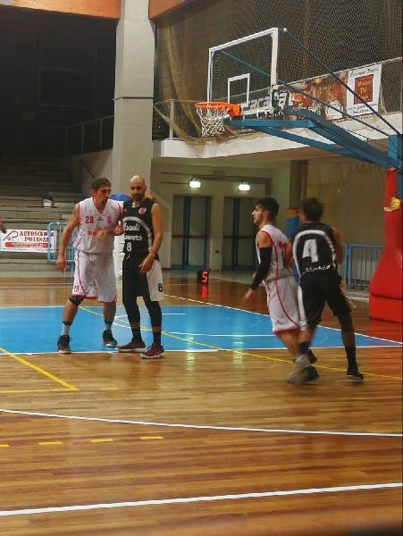 https://www.basketmarche.it/immagini_articoli/05-11-2018/macerata-pollenza-comando-seguono-squadre-punti-tutto-quinta-giornata-600.jpg