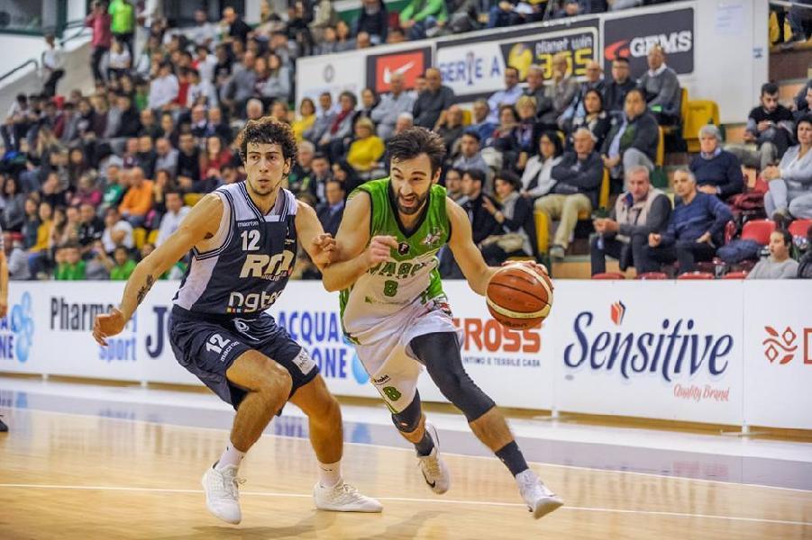 https://www.basketmarche.it/immagini_articoli/05-11-2018/magic-basket-chieti-cinquina-anche-bramante-pesaro-arrende-teatini-600.jpg