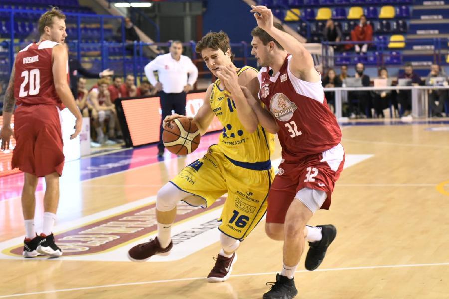 https://www.basketmarche.it/immagini_articoli/05-11-2018/prima-sconfitta-poderosa-montegranaro-analisi-coach-pancotto-valerio-amoroso-600.jpg