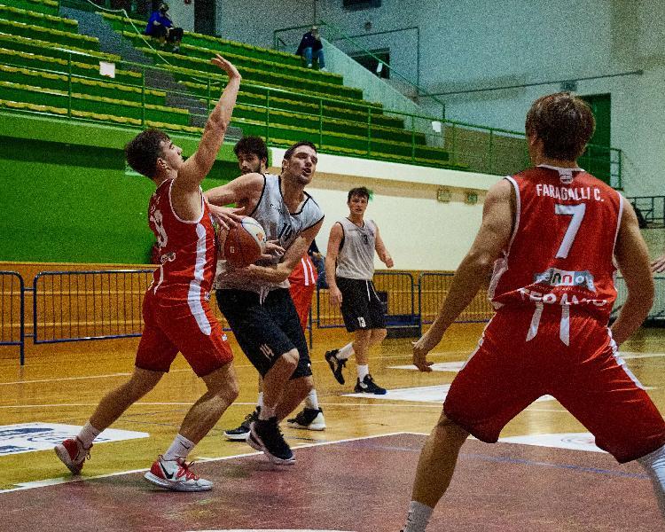 https://www.basketmarche.it/immagini_articoli/05-11-2020/civitanova-marco-vallasciani-stagione-annuncia-difficile-possiamo-toglierci-grandi-soddisfazioni-600.jpg