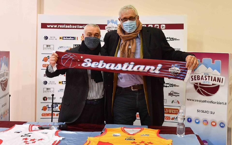 https://www.basketmarche.it/immagini_articoli/05-12-2020/real-sebastiani-rieri-presentato-zampolini-pietropaoli-palasojourner-dobbiamo-trovare-accordo-600.jpg