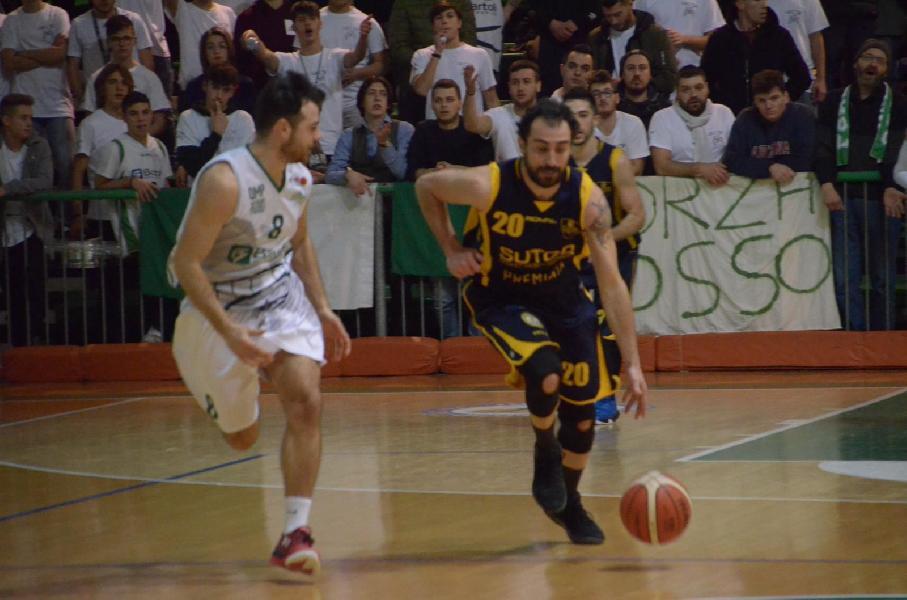 https://www.basketmarche.it/immagini_articoli/06-01-2019/recap-ritorno-valdiceppo-sola-testa-colpo-sutor-bene-chieti-samb-perugia-corsara-600.jpg