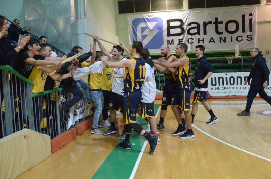 https://www.basketmarche.it/immagini_articoli/06-01-2019/rimonta-urlo-sutor-montegranaro-espugna-fossombrone-overtime-600.jpg
