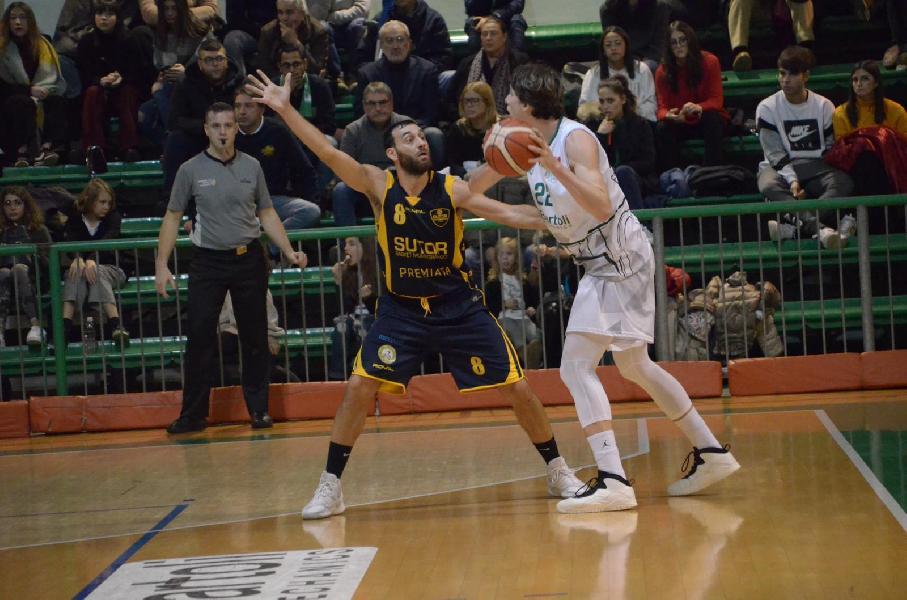 https://www.basketmarche.it/immagini_articoli/06-01-2019/supplementare-premia-sutor-montegranaro-campo-basket-fossombrone-600.jpg