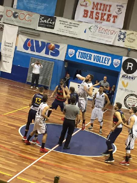 https://www.basketmarche.it/immagini_articoli/06-01-2019/virtus-assisi-supera-basket-todi-conquista-coppa-umbria-600.jpg