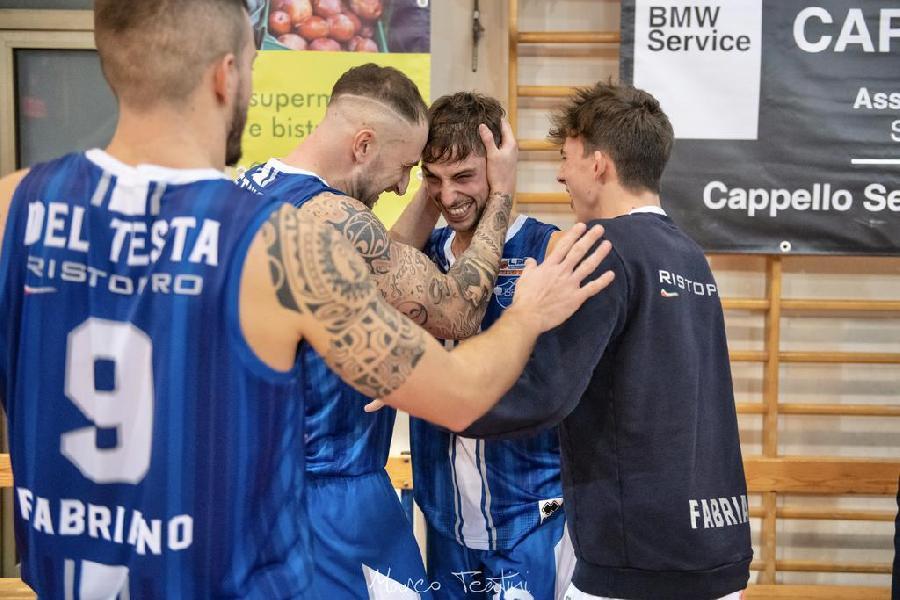 https://www.basketmarche.it/immagini_articoli/06-01-2020/anno-vita-vecchia-janus-fabriano-sbanca-anche-senigallia-campione-inverno-600.jpg