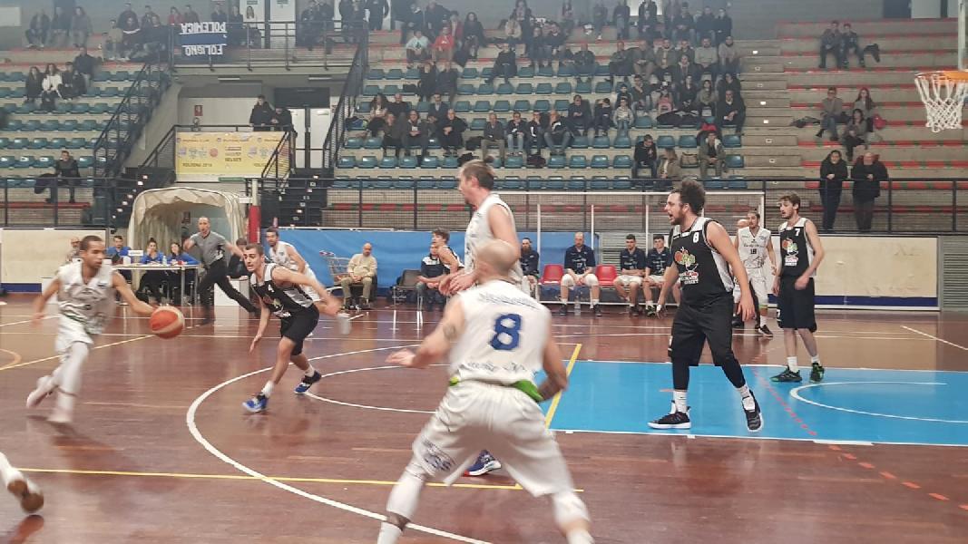 https://www.basketmarche.it/immagini_articoli/06-01-2020/falconara-basket-sfiora-clamorosa-rimonta-punti-vanno-capolista-lucky-wind-foligno-600.jpg