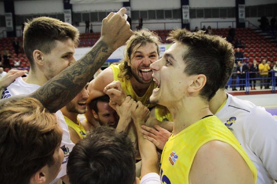https://www.basketmarche.it/immagini_articoli/06-01-2020/miles-mette-poderosa-montegranaro-supera-stesso-orzinuovi-basket-600.jpg
