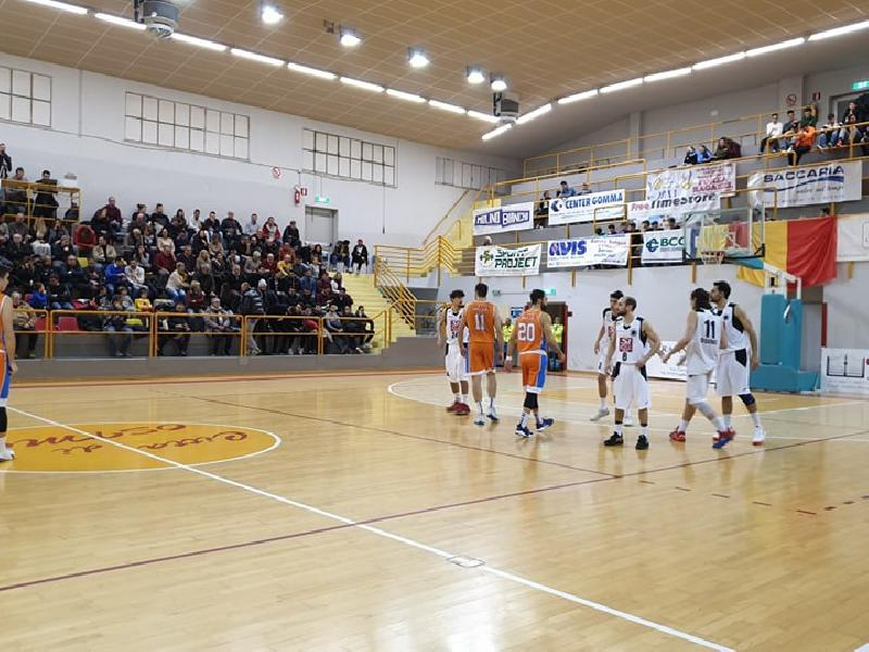 https://www.basketmarche.it/immagini_articoli/06-01-2020/posticipo-convincente-vittoria-robur-osimo-pisaurum-pesaro-600.jpg