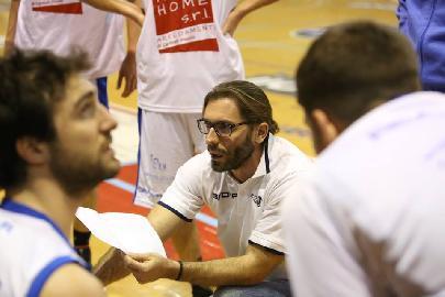 https://www.basketmarche.it/immagini_articoli/06-02-2018/d-regionale-verso-il-big-match-aesis-jesi-fermignano-le-parole-di-coach-francioni-270.jpg