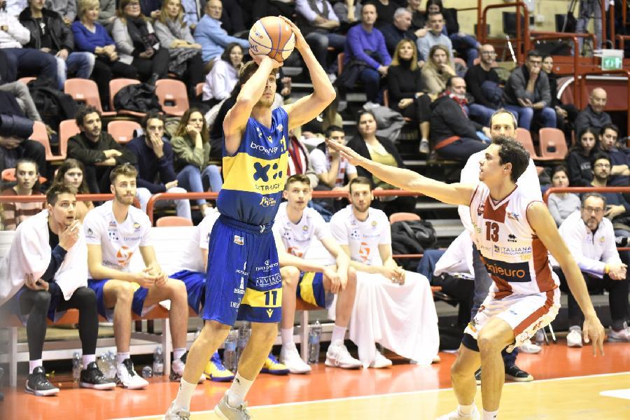 https://www.basketmarche.it/immagini_articoli/06-02-2020/poderosa-montegranaro-mani-vuote-trasferta-campo-pallacanestro-forl-600.jpg