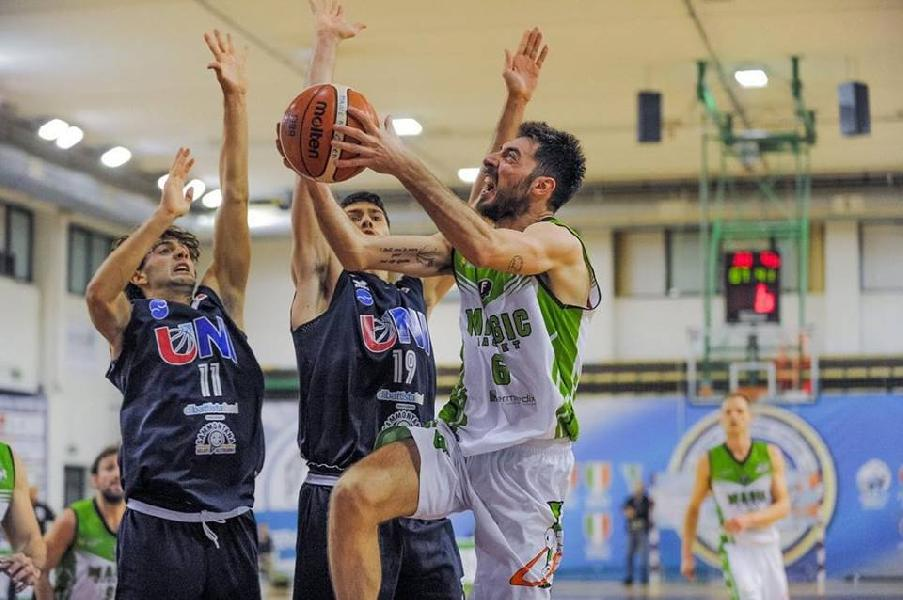 https://www.basketmarche.it/immagini_articoli/06-03-2019/magic-basket-chieti-carica-capitan-vincenzo-falco-vista-derby-lanciano-600.jpg
