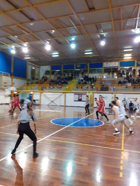 https://www.basketmarche.it/immagini_articoli/06-03-2020/basket-assisi-arrivano-punti-trasferta-campo-basket-gubbio-600.jpg