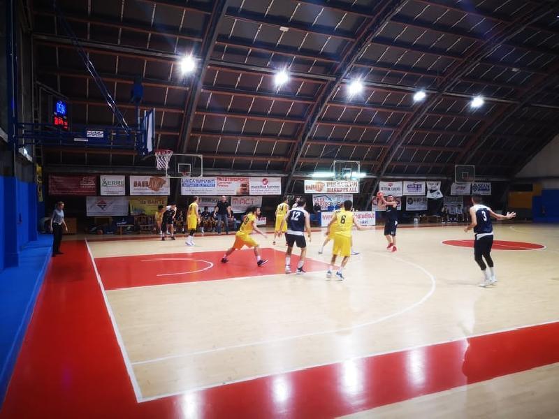 https://www.basketmarche.it/immagini_articoli/06-04-2019/loreto-pesaro-derby-pesaro-basket-vince-regular-season-600.jpg
