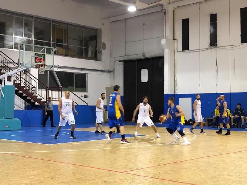 https://www.basketmarche.it/immagini_articoli/06-04-2019/playoff-dinamis-falconara-espugna-campo-ignorantia-pesaro-600.jpg