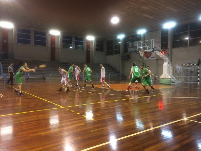 https://www.basketmarche.it/immagini_articoli/06-04-2019/playoff-leone-ricci-chiaravalle-supera-pallacanestro-calcinelli-600.jpg