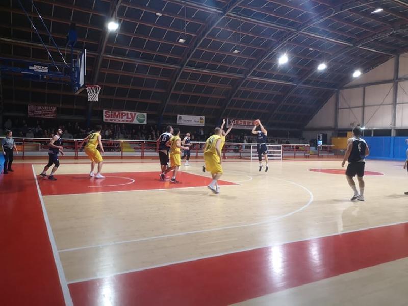 https://www.basketmarche.it/immagini_articoli/06-04-2019/regionale-anticipi-loreto-pesaro-matematicamente-basket-giovane-corsaro-600.jpg