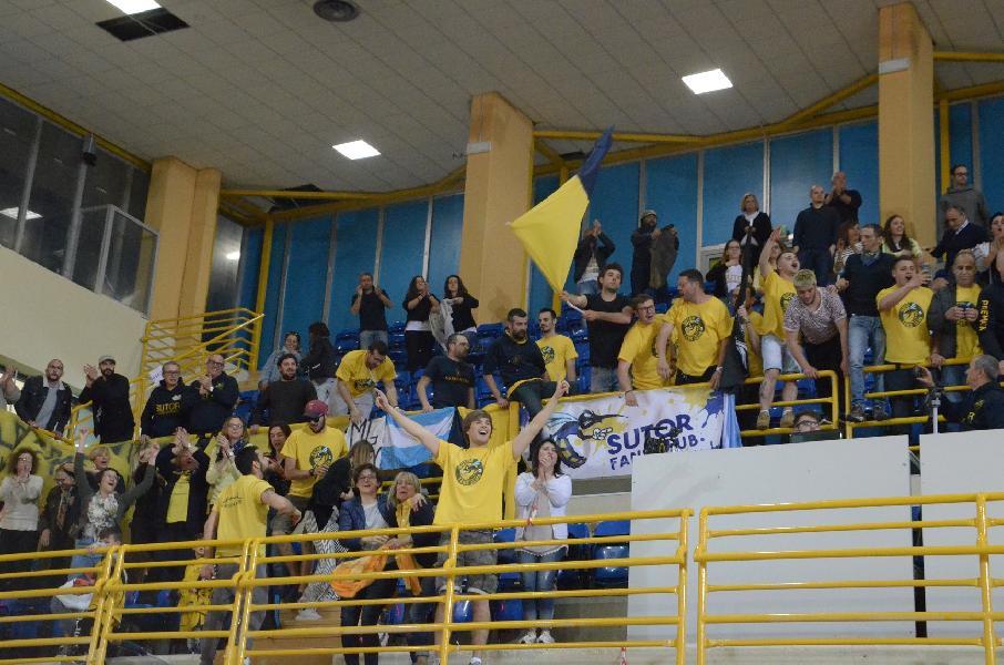 https://www.basketmarche.it/immagini_articoli/06-05-2019/gold-playoff-ottimo-lupetti-trascina-sutor-montegranaro-serie-600.jpg