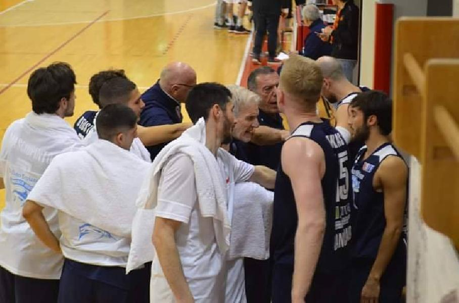 https://www.basketmarche.it/immagini_articoli/06-05-2019/gold-playoff-unibasket-lanciano-parte-male-serie-600.jpg