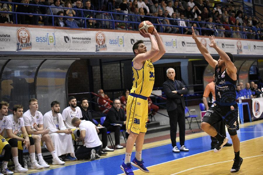 https://www.basketmarche.it/immagini_articoli/06-05-2019/serie-playoff-latina-beffa-volata-poderosa-montegranaro-mercoled-decisiva-gara-600.jpg