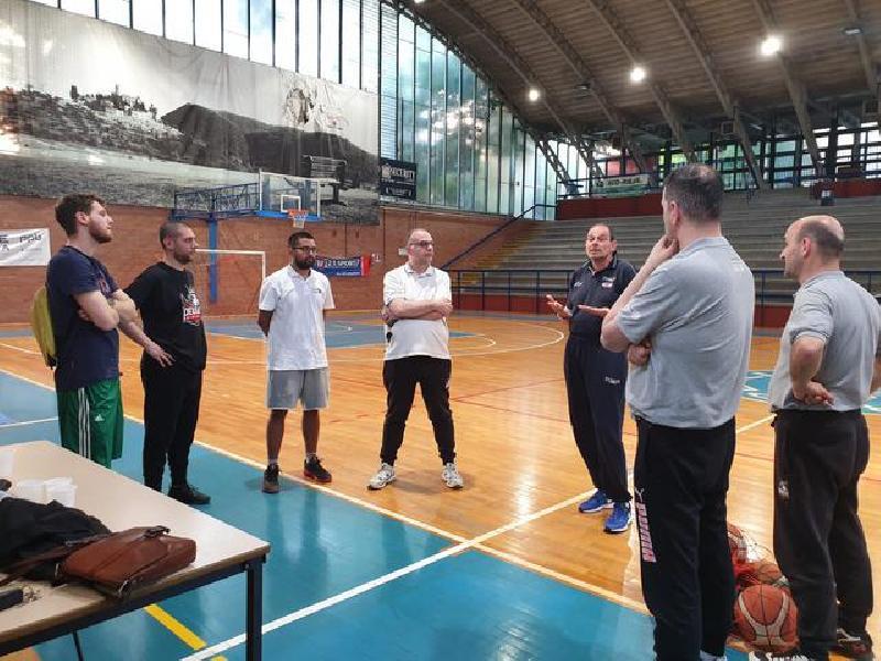 https://www.basketmarche.it/immagini_articoli/06-06-2019/perugia-basket-grande-successo-lezioni-tecniche-alessandro-guidi-600.jpg