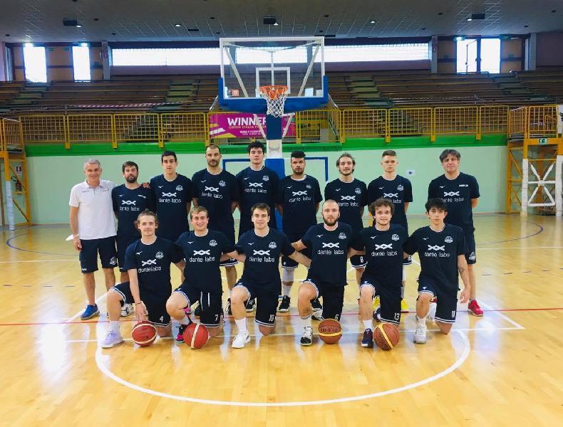 https://www.basketmarche.it/immagini_articoli/06-06-2021/basket-aquilano-conquista-terza-vittoria-consecutiva-600.jpg