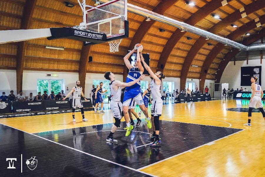 https://www.basketmarche.it/immagini_articoli/06-06-2021/playoff-janus-fabriano-sbanca-ancora-vendemiano-porta-serie-bella-600.jpg