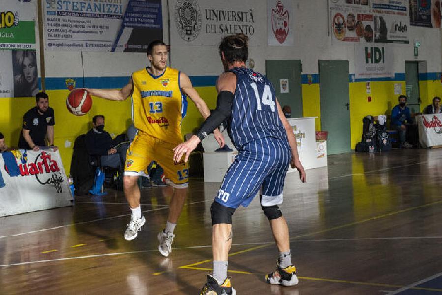 https://www.basketmarche.it/immagini_articoli/06-06-2021/ufficiale-separano-strade-monteroni-rolands-opalevs-600.jpg