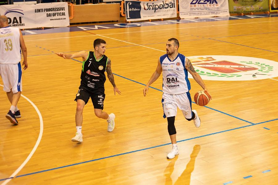 https://www.basketmarche.it/immagini_articoli/06-06-2021/virtus-molfetta-battere-basket-corato-conquistare-finale-regionale-600.jpg
