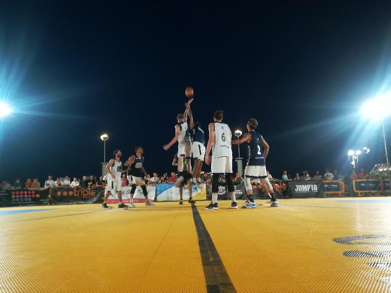 https://www.basketmarche.it/immagini_articoli/06-07-2019/summer-league-senigallia-tutto-giornata-torneo-senior-star-game-dunk-show-600.jpg