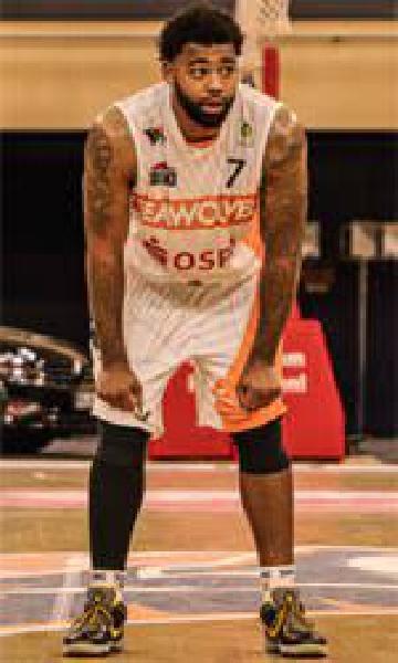 https://www.basketmarche.it/immagini_articoli/06-07-2021/pesaro-sassari-trevor-lacey-mirino-pallacanestro-udine-600.jpg