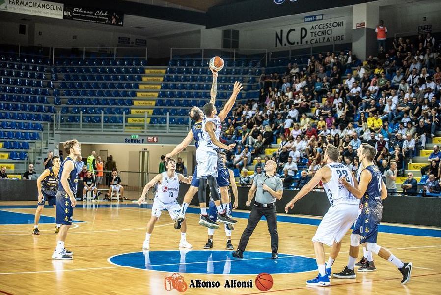 https://www.basketmarche.it/immagini_articoli/06-08-2020/gironi-serie-2021-siciliane-lombarde-romagnole-marchigiane-triveneto-monta-protesta-diverse-societ-600.jpg