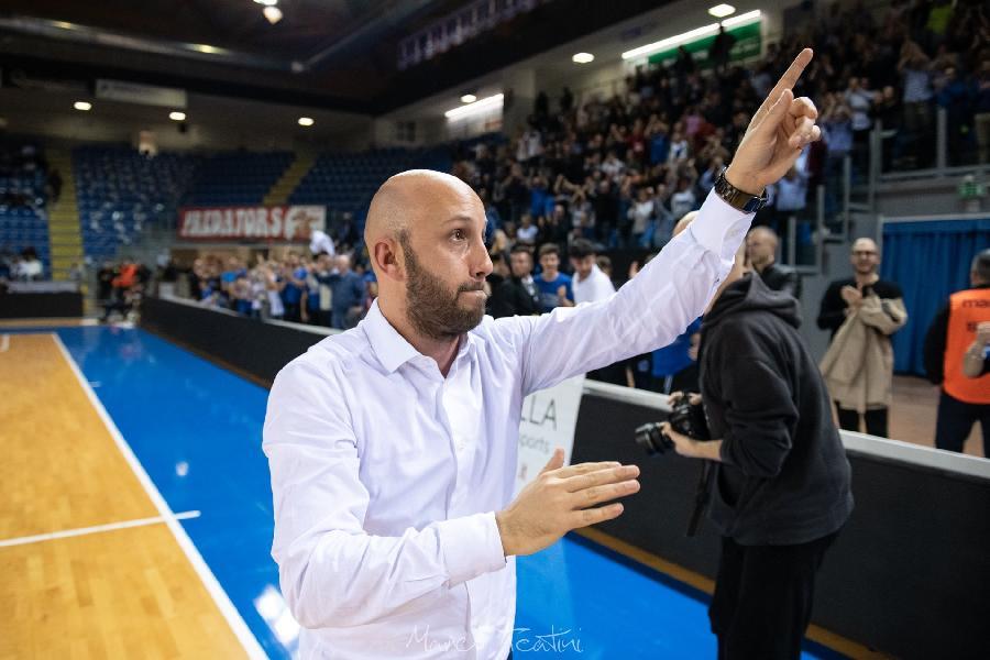 https://www.basketmarche.it/immagini_articoli/06-08-2021/janus-fabriano-ufficiale-rinnovo-coach-lorenzo-pansa-fino-2023-600.jpg