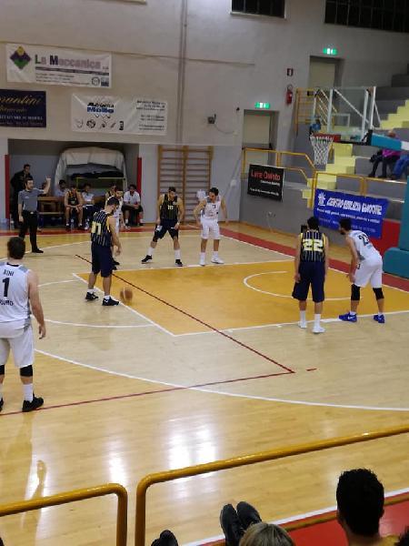 https://www.basketmarche.it/immagini_articoli/06-09-2018/serie-gold-robur-osimo-sfida-pallacanestro-recanati-amichevole-sabato-settembre-600.jpg