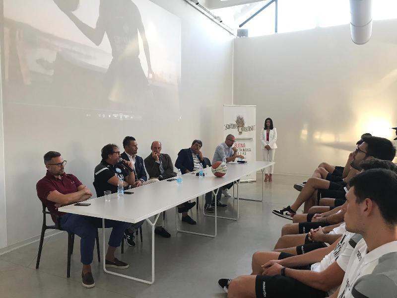 https://www.basketmarche.it/immagini_articoli/06-09-2019/presentazione-campetto-ancona-anche-campagna-abbonamenti-600.jpg