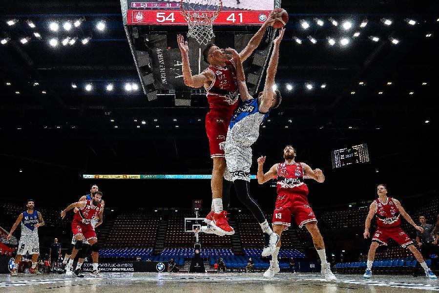 https://www.basketmarche.it/immagini_articoli/06-09-2020/olimpia-milano-brescia-primo-match-point-final-four-600.jpg