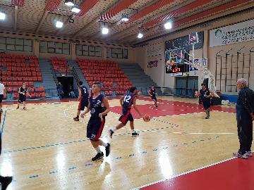 https://www.basketmarche.it/immagini_articoli/06-10-2017/under-18-eccellenza-la-sambenedettese-basket-sconfitta-sul-campo-della-pallacanestro-senigallia-270.jpg