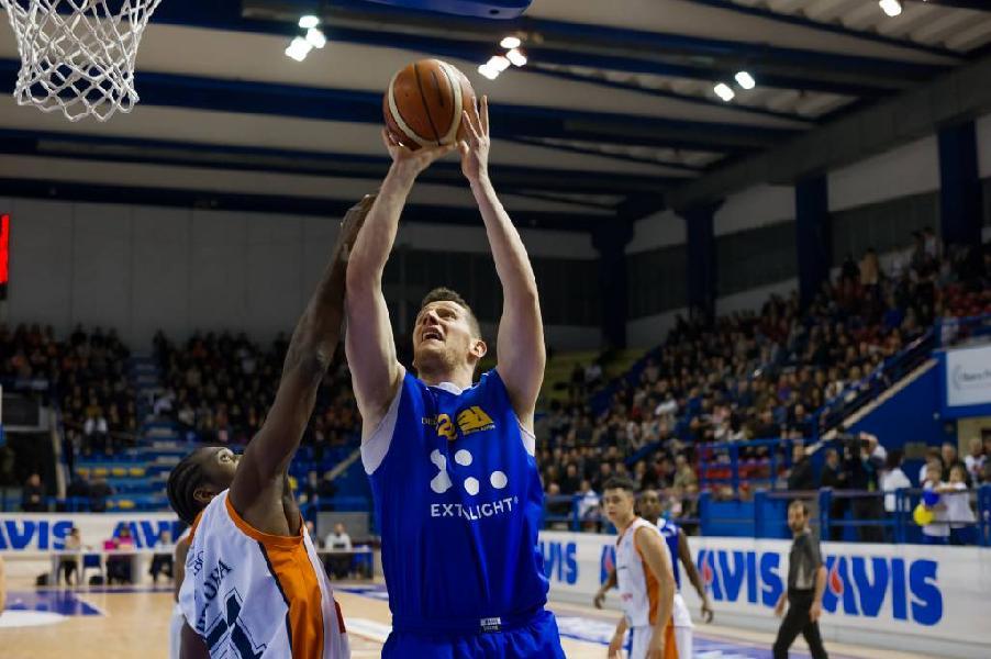 https://www.basketmarche.it/immagini_articoli/06-10-2018/giunta-grande-derby-poderosa-montegranaro-aurora-jesi-600.jpg