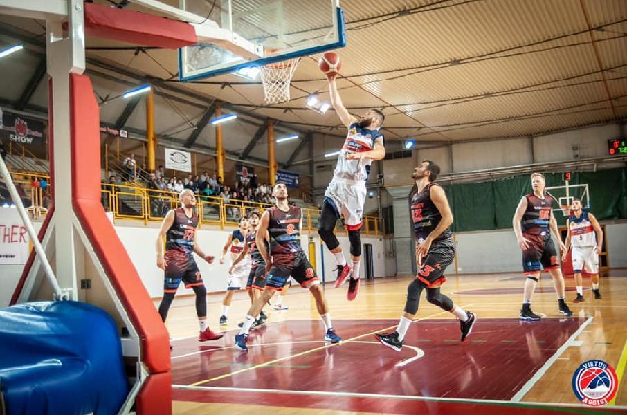https://www.basketmarche.it/immagini_articoli/06-10-2019/unibasket-lanciano-assisi-primi-punti-stagione-600.jpg