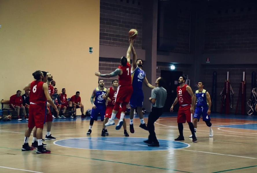 https://www.basketmarche.it/immagini_articoli/06-11-2019/polverigi-basket-concede-supera-montemarciano-600.jpg