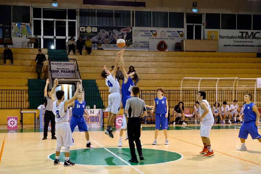 https://www.basketmarche.it/immagini_articoli/06-11-2019/under-silver-porto-sant-elpidio-supera-finale-picchio-civitanova-600.jpg