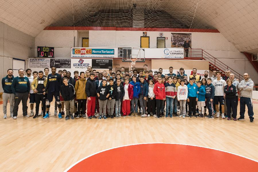 https://www.basketmarche.it/immagini_articoli/06-12-2019/tanto-entusiasmo-prima-tappa-poderosa-tour-palavirtus-macerata-600.jpg