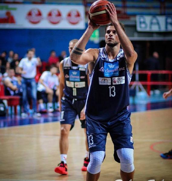 https://www.basketmarche.it/immagini_articoli/07-01-2020/ufficiale-janus-fabriano-lorenzo-bruno-giocatore-teramo-basket-600.jpg