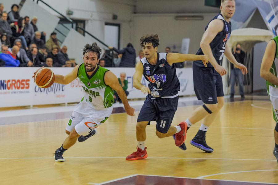 https://www.basketmarche.it/immagini_articoli/07-03-2019/magic-basket-chieti-lanciano-giocarsi-primato-600.jpg